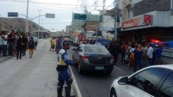 Trânsito ficou parcialmente interditado no local - Foto: Reprodução Whatsapp