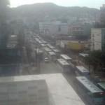 Avenida Brás de Pina engarrafada devido a obra do BRT Transcarioca