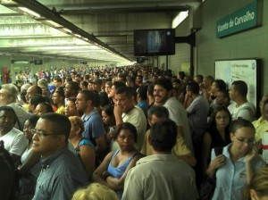Tumulto na estação Vicente de Carvalho