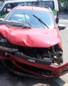 Bandido é preso após colidir com veículo roubado - Foto: Reprodução WhatsApp