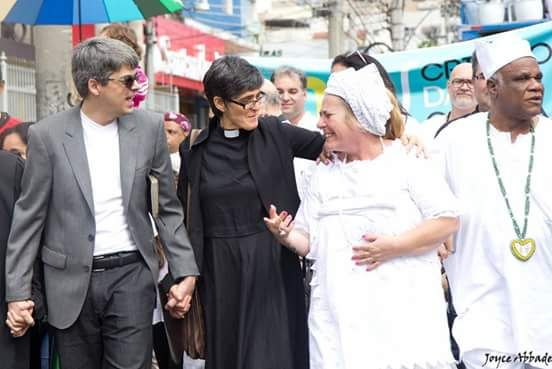 Protesto reuniu diversas religiões - Foto: Reprodução Internet