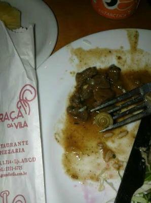 Cliente encontra caracol na salada no restaurante Graça da Vila
