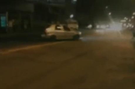 Motoristas arriscam a vida em racha na Avenida Brás de Pina
